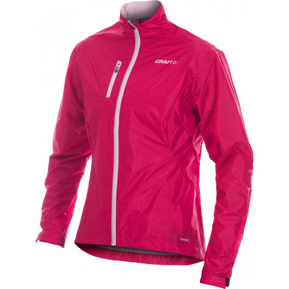 Featuring dynamic venting that works when you do, this high-performance running jacket will keep you going longer when the temp drops. Ventrix™ insulation delivers lightweight breathability, warmth and protection, while the stretch-where-you-need-it works with your high-aerobic activity.